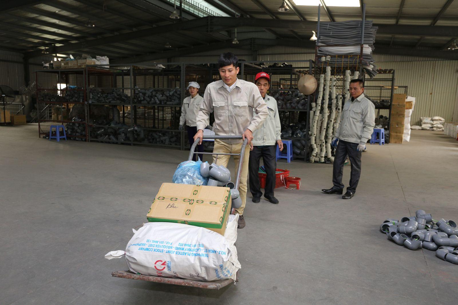 kho hàng nhựa Tiền Phong